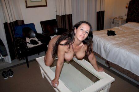 Femme cougar sexy recherche son libertin sur le Finistère pour du plan cul