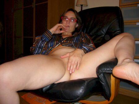 Femme mature coquine docile pour gars expérimenté très souvent disponible